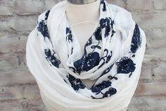 Hey, diesen tollen Etsy-Artikel fand ich bei https://www.etsy.com/de/listing/184919630/fashion-infinity-scarf-white-color-with