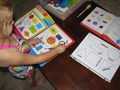 Izzie, Mac and Me: Preschool: link to traceable shapes page (printable)