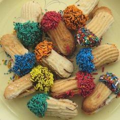 Italian Butter Cookies Recipe from http://www.bakespace.com/recipes/detail/Italian-Butter-Cookies/11602/