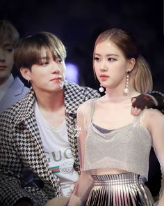 The best couple of kpop Kpop Couples, Cute Couples, Baby Chipmunk, Bts Girl, Best Couple, Couple Stuff, Jungkook Aesthetic, Blackpink And Bts, Soyeon