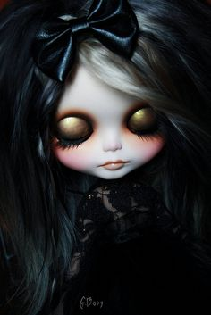 That golden eye shadow... that shiny black bow... that pale face... beautiful doll.