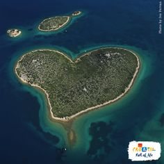 Near the town of Zadar in the Pašman Channel lies a natural phenomenon that will melt your heart…