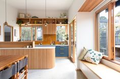 6 Tiny Kitchen As An Extraordinary Style For This Year Home Decorating Need a minimalist home design for a kitchen house? Well with expert service made by personal design, you need the best kitchen inspiration. Minimal Kitchen, New Kitchen, Kitchen Island, Minimalist House Design, Minimalist Home, Kitchen Interior, Kitchen Decor, Style Deco, Up House