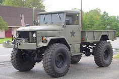 Short wheelbase Deuce and a half. God Bless America.
