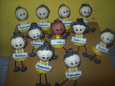 Chaveiros personalizados em biscuit para o dia dos professores. Um amor!