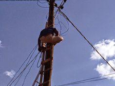 #Tragédia:Ji-Paraná Homem morre eletrocutado em cima de poste