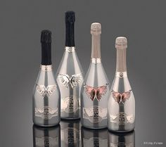 A selection of ten uniquely bottled or packaged champagnes and sparkling wines for New Year's Eve. Bling Bottles, Champagne Bottles, Liquor Bottles, Champagne Glasses, Bottles And Jars, Champagne Brands, Best Alcohol, Pink Drinks, Floating Candles