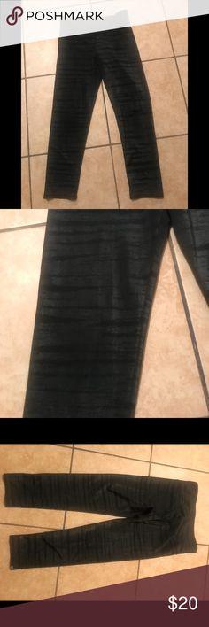 Onzie sparkly slate crop xs Onzie sparkly crop black xs excellent condition Onzie Pants Capris