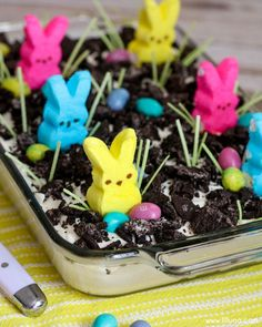 Easter Oreo Dirt Cake - a creamy and delicious Easter dessert filled with oreos, pudding, cool whip, cream cheese, and powdered sugar that everyone will love to decorate and eat! Easter Dirt Cake Recipe, Easter Cake Easy, Easter Recipes, Easy Easter Desserts, Easter Cupcakes, Easter Deserts, Easter Treats, Easter Food, Easter Baby