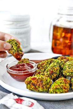 Broccoli Tots - This is a savory and crunchy, veggie loaded Broccoli Tots Recipe. Vegan or not, these will be a crowd pl Mushroom Appetizers, Vegetable Appetizers, Paleo Appetizers, Easy Appetizer Recipes, Simple Appetizers, Chicken Appetizers, Broccoli Bites, Broccoli Recipes, Easy Asian Recipes