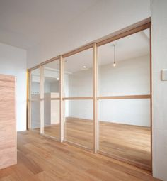vertical partition : clear glass + wooden frame