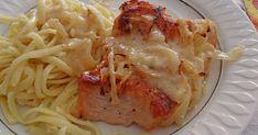 Zutaten    8 Schnitzel von Pute oder Schwein  1 TL Salz  1 TL Pfeffer  4 EL Öl  1 Pck. Käse, gerieben  500 ml Gemüsebrühe  4 Zwi...