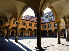Pisa ] Marmi imbrattati in piazza delle Vettovaglie e piazza del ...