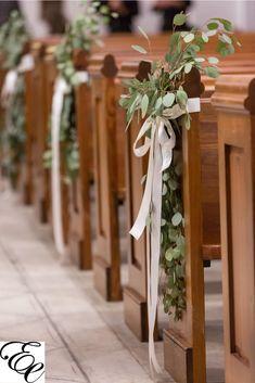 Church Wedding Flowers, Wedding Pews, Aisle Flowers, Simple Church Wedding, Church Wedding Ceremony, Church Weddings, Wedding Pew Decorations, Wedding Centerpieces, Church Decorations