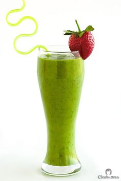 Clean Green Groovy Smoothie {Tastes like a delicious tropical drink and not a stick of vegetable} Sugar-Free, Vegan, Gluten Free, Dairy-Free Cool Kitchen Gadgets, Cool Kitchens, Smoothie Recipes, Smoothies, Juice Ad, Healthy Junk, Blended Drinks, Gluten Free Banana, Banana Milk