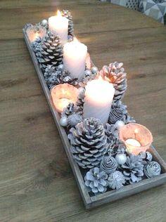 Christmas Table Centerpieces, Easy Christmas Decorations, Centerpiece Decorations, Decoration Table, Simple Christmas, Beautiful Christmas, Christmas Holidays, Christmas Crafts, Christmas Ideas