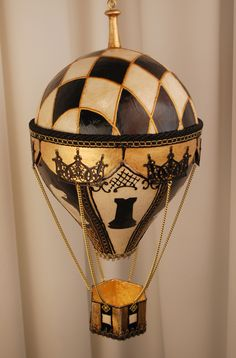 Buy an elegant papier-maché Hot Air Balloon model handmade in Italy. A vintage Victorian stylish gift idea for your home! Balloon Rides, The Balloon, Hot Air Balloon, Balloon Modelling, Store Windows, Balloons, Victorian, Italy, Ceiling Lights