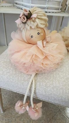 Sewing Doll Clothes, Sewing Dolls, Doll Crafts, Diy Doll, Christmas Angels, Christmas Crafts, Christmas Window Decorations, Pom Pom Crafts, Felt Patterns