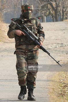 Sniper of Indian army with Dragunov sniper rifle Indian Army Special Forces, Army Photography, Indian Army Quotes, Indian Army Wallpapers, Army Pics, Indian Air Force, Army Girlfriend, Army Love, Army Soldier