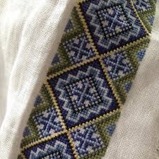Bilderesultat for broderimønster til bunadskjorte,telemark Frozen Costume, Embroidery Designs, Diy And Crafts, Cross Stitch, Folk Costume, Blanket, Crochet, Ornament, Crafting