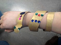 Toilet paper roll painted gold, add jewels, let dry then cut = Egyptian armband!
