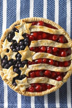 Cherry and Blueberry Pie - Daisy Brand - Sour Cream & Cottage Cheese Patriotic Desserts, 4th Of July Desserts, Fourth Of July Food, Köstliche Desserts, Delicious Desserts, Dessert Recipes, July 4th, Dinner Recipes, Canned Blueberries