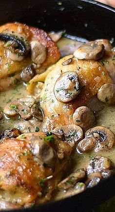 French Chicken Mushrooms au Champagne This is going to blow your mind How crazy is it that I used a cast iron skillet to make a meal with Champagne It worked perfectly. Think Food, I Love Food, Good Food, Yummy Food, Tasty, Food Dishes, Main Dishes, Turkey Recipes, Turkey Dishes