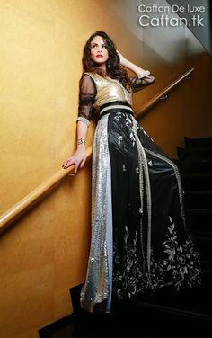 Le magazine du mode robe marocaine lance une nouvelle robe de soirée de haute couture en satin de soie, une robe de marocaine deux couleurs  noir et doré très chic, robe sur-mesure couturé en satin de soie et brodé en fil « sfifa » doré et « akaad » avec manche transparent et une ceinture en fil de soie noir et or adorable.