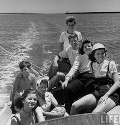 Google Image Result for http://www.anglonautes.com/hist_us_21_20_kennedys/hist_us_21_20_kennedys_pic_kennedy%2520family_boat.jpg