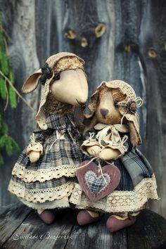 Чем ближе холода, тем больше хочется горячего чая, вязать и смотреть старинные фильмы.Вот они то меня и вдохновляют... Чепчики, кружево и ... Bunny And Bear, Harvest Decorations, Country Crafts, Doll Maker, Cute Creatures, Cute Baby Animals, Doll Toys, Art Dolls, Cute Babies