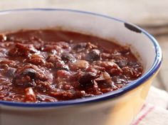 Paula Deen got this one right - here's how to make chili like an old-timer. Impress your friends with your comfort food skills and leave everyone stuffed with hearty delicious chili! Chili Recipes, Crockpot Recipes, Soup Recipes, Cooking Recipes, Recipies, Crockpot Dishes, Lamb Recipes, Entree Recipes, Vegetarian Cooking