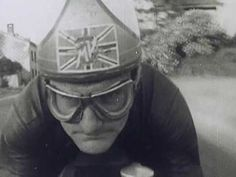 Mike Hailwood wins the 1964 Belgium Grand Prix - YouTube https://youtu.be/n_SLOiYLe9I