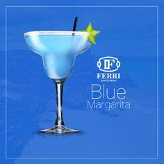 Un Blue Margarita para despedir la semana. Hecha con Licor Colau y Tequila Buitral. ¡Feliz Fin de Semana! #felizfindesemana #bluemargarita #licorcolau #tequila #blanco Receta: Sal, Tequila Tuitral, Licor de Naranjas Colau, hielo, blue curaçao, zumo de lima y azúcar.