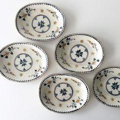 Ceramic Design, Ceramic Decor, Ceramic Pottery, Hand Painted Plates, Decorative Plates, Pots, Antique Glassware, Ceramic Painting, Mug Cup