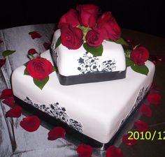 BLACK & WHITE WEDDING CAKE - Chocolate cake with chocolate caramel filling that had chocolate chips mixed into the filling, BC and fondant covered with cut-out edible image pasted onto the fondant..  Fresh red roses were used for decoration.  A big thank you to Lexia for helping me along the way with tips on how she did her cake and for the print that she supplied.