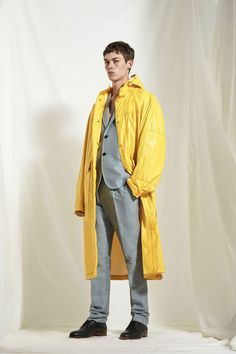 See the complete Joseph Spring 2018 Menswear collection.