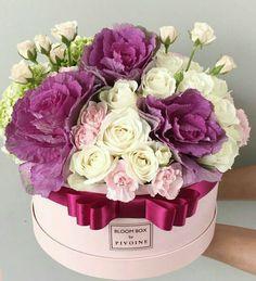 Flower Box Gift, Flower Boxes, My Flower, Amazing Flowers, Pretty Flowers, Fresh Flowers, Bouquet Box, Hand Bouquet, Luxury Flowers