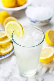Single Serving Lemonade - A quick and easy recipe for one! Make a glass of sweet, tangy, and refreshing lemonade at home in five minutes! Easy Lemonade Recipe, Homemade Lemonade Recipes, Easy Meals For One, Quick Easy Meals, Turmeric Lemonade, Best Lemonade, Lemonade Drink, Refreshing Summer Drinks, Summer Cocktails