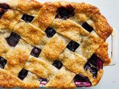 Classic Blueberry Cobbler Blueberry Cobbler Recipes, Blueberry Desserts, Blueberry Scones, How To Make Cobbler, Pie Recipes, Dessert Recipes, Easy Desserts, Chocolate Cobbler, Crisp Recipe