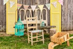 Easter photo shoot props- I love the yellow shutters! Photography Mini Sessions, Holiday Photography, Spring Photography, Hobby Photography, Photography Backdrops, Photography Ideas, Diy Photo Backdrop, Photo Props, Photo Backdrops