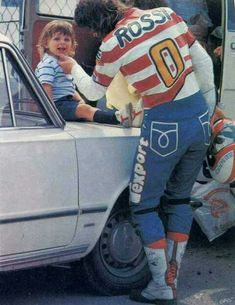 Graziano rossi with his son Vale. Motogp Valentino Rossi, Valentino Rossi 46, Grand Prix, Nicky Hayden, Vr46, 1957 Chevrolet, Cool Bikes, Road Racing, Ducati