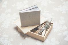 VIntage-box mit Album und USB Stick   Elena Engels Fotografie