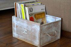 Revistero DIY reciclando caja de vino Upcycled Crafts, Diy And Crafts, House By The Sea, Wood Crates, Kids Decor, Home Decor, Color Box, Own Home, Decoupage