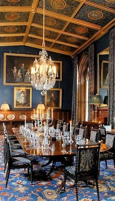 Elegant Dining Room, Luxury Dining Room, Dining Room Table, Dining Rooms, Antique Dining Chairs, Dining Furniture, Space Interiors, Castle Interiors, French Interiors