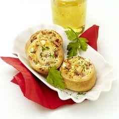 4 ProPoints // 4 SmartPoints      Zubereitungsdauer: 45 min  Garzeit: 0 min  Weitere Zeit: 0 min    Portionen: 12                      Zutaten        1 Packung(en) (groß) Pizzateig/Hefeteig (Frischprodukt)        200 g Schafskäse/Feta 25 Fett i. Tr. (9 %