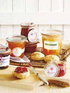 Sommerzeit ist Früchtezeit: Konservieren Sie den Geschmack des Sommer und kochen Sie köstliche Marmeladen ein. Die Etiketten bekommen Sie von uns.
