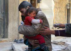 Menino resgata irmã dos escombros da casa – Síria