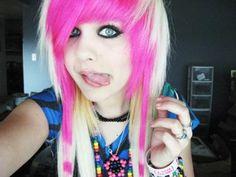 awww she's like a cute lil cartoon character. Love  individuality.