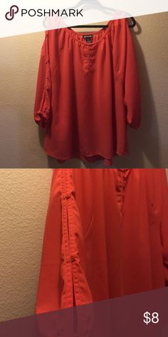 Cold shoulder blouse This is a 3/4 sleeve cold shoulder blouse that actually have slits down the whole arm held together by buttons!  It's says a 1x but fits a 1-3x depending on how loose you want the shirt 😊 Tops Blouses