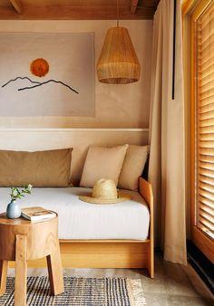 Marram Montauk : Un hôtel pour rêveurs dans les Hamptons Montauk New York, Foyers, Long Island, Wooden Pool Deck, Style Californien, Les Hamptons, Hamptons Hotels, Oak Lumber, Sustainable Architecture